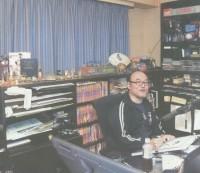 Aoyama an seinem Arbeitsplatz