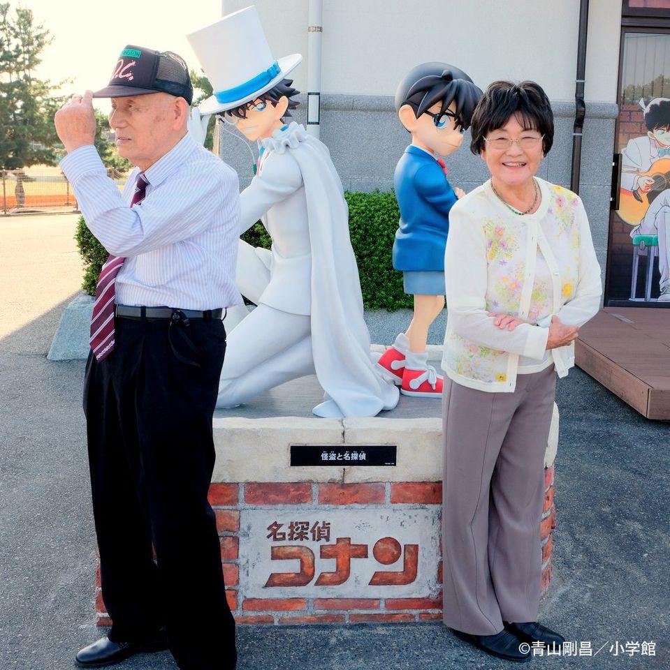 Dieb und Meisterdetektiv: Aoyamas Eltern präsentieren neue Statue in Conan Town