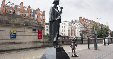 Detektiv Conan trifft Sherlock Holmes in der Baker Street