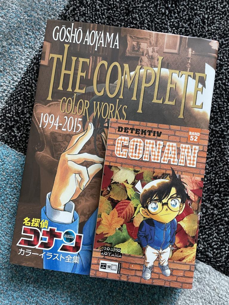 Großenvergleich des Artbooks mit einem Manga
